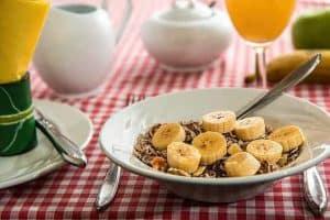 Frühstück, Getreide und Bananen