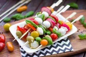 Gemüse- und Käsespieße