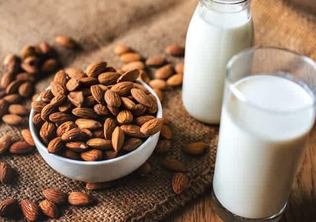 Mandeln, Milch
