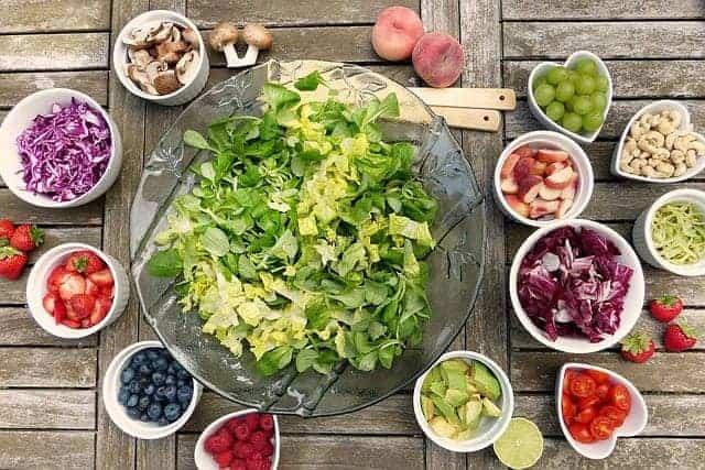 Obst- und Gemüsesalat