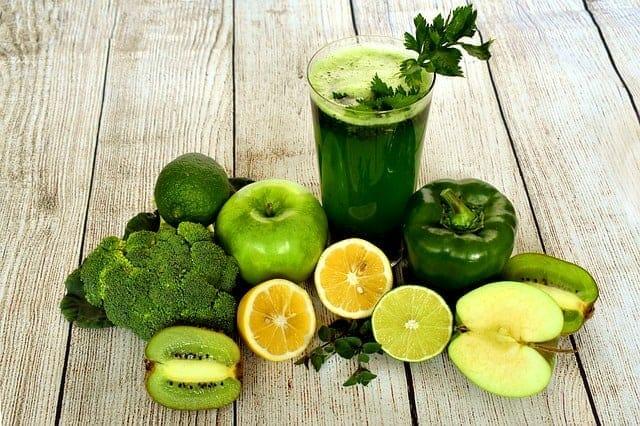 Cocktail aus grünem Obst und Gemüse