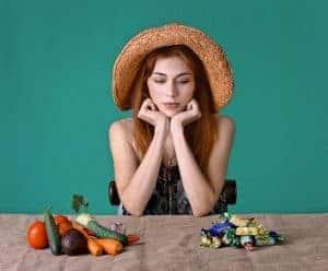 die Wahl zwischen Süßigkeiten und gesunden Produkten