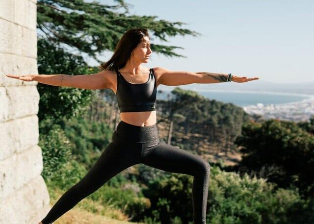 Yoga praktizierende Frau