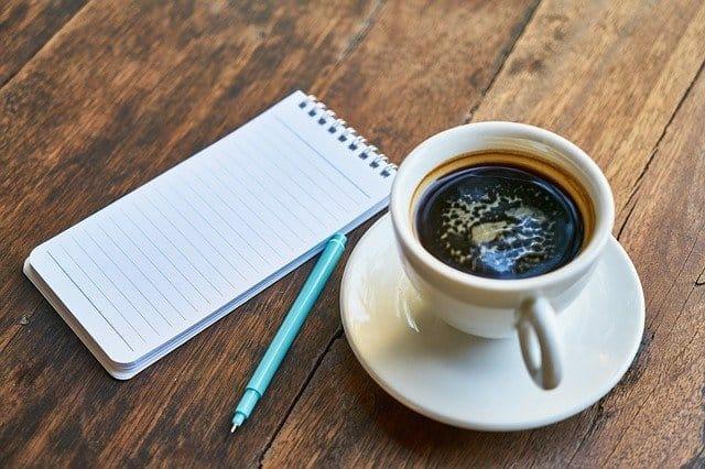Tasse Kaffee, Notizblock, Stift