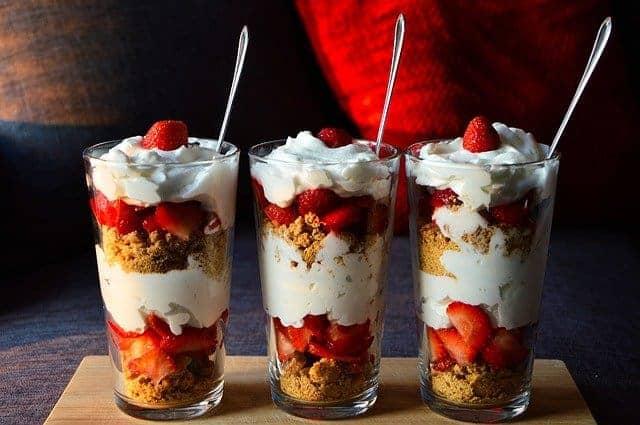 Diät-Dessert mit Obst und Joghurt